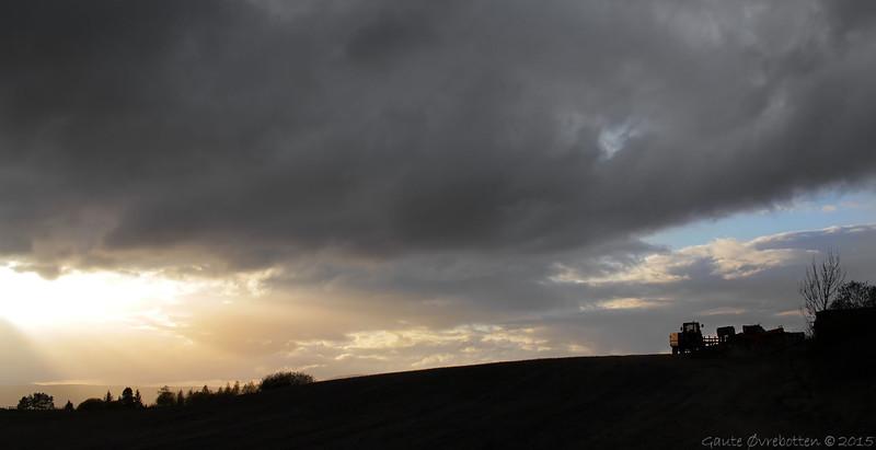 Vårkveld -soleglad over Granavollen.<br /> Spring sunset.