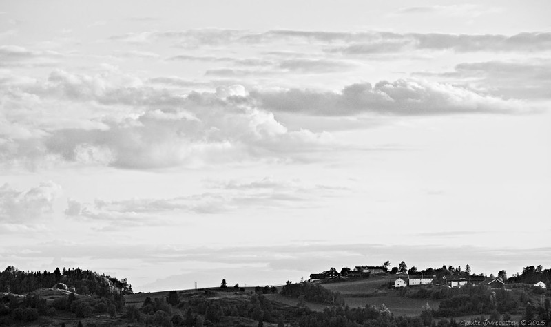 Juniskyer over Stadstad - svartkvitversjon.<br /> Summer evening clouds - BW.