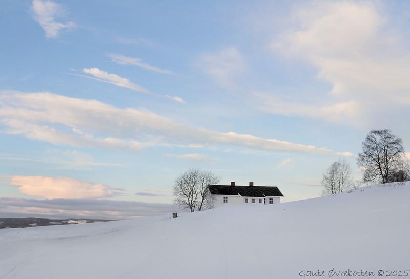 Soloppgang Tingelstad øvre (Winter sunrise over farmhouse. See sunset variant in my Lensbaby section.)