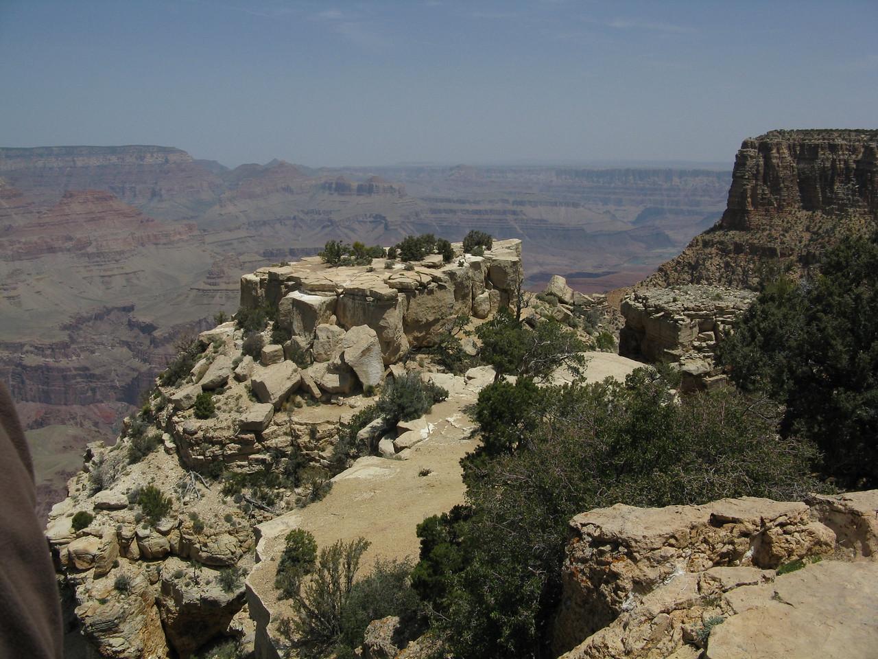 The rocks along the rim are beautiful.