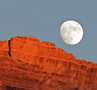 A truly big moonrise at Cardenas
