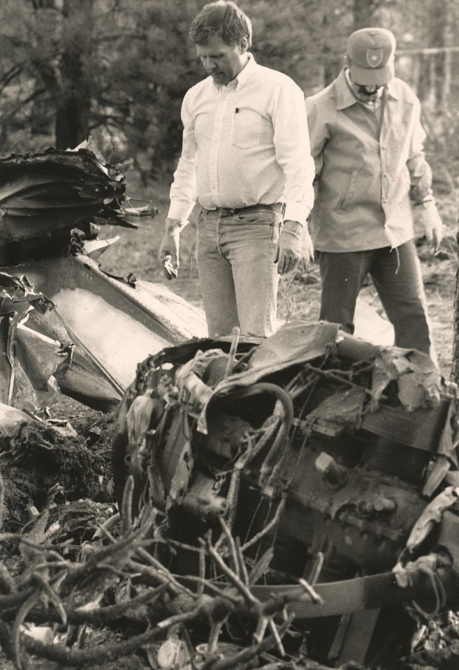 Two Coconino County Sheriff Deputys examine the wreckage.