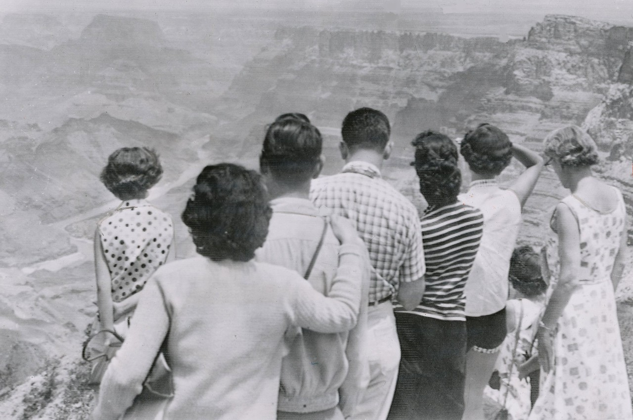 A crowd of tourists gather at Desert View lookout point to try and catch a glimpse of the accident scene. <br /> <br /> By July 2, 1956, recovery operations were well under way. (Lostflights Archive Photo)
