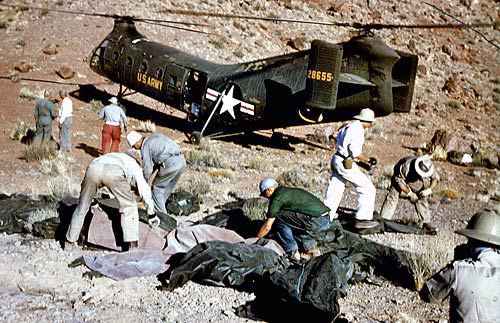 Officials atop the 1,000 foot ledge of Chuar Butte recovering victims from United's Flight 718. (LA Times Photo)