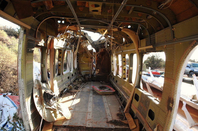 Aside from the opening in the forward upper cabin ceiling made by rescue workers, the structural integrity of the cabin remained surprisingly intact. <br /> <br /> Most of the passenger fatalities were the result of passenger seat mounts that failed on their tracks.