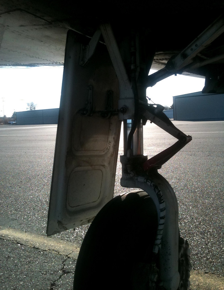"""The main landing gear outer door is a """"fixed"""" type door that is attached directly to the landing gear leg."""