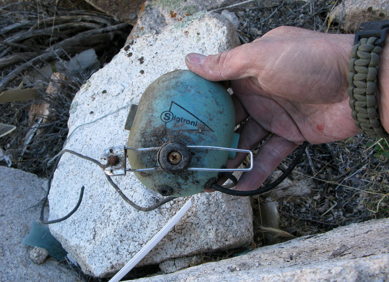 During communications with Las Vegas Air Traffic Controllers, Captain Smallwood was using this Sigtronics S-45 Headset.<br /> <br /> Only the left earcup and metal mic boom  were located at the site.