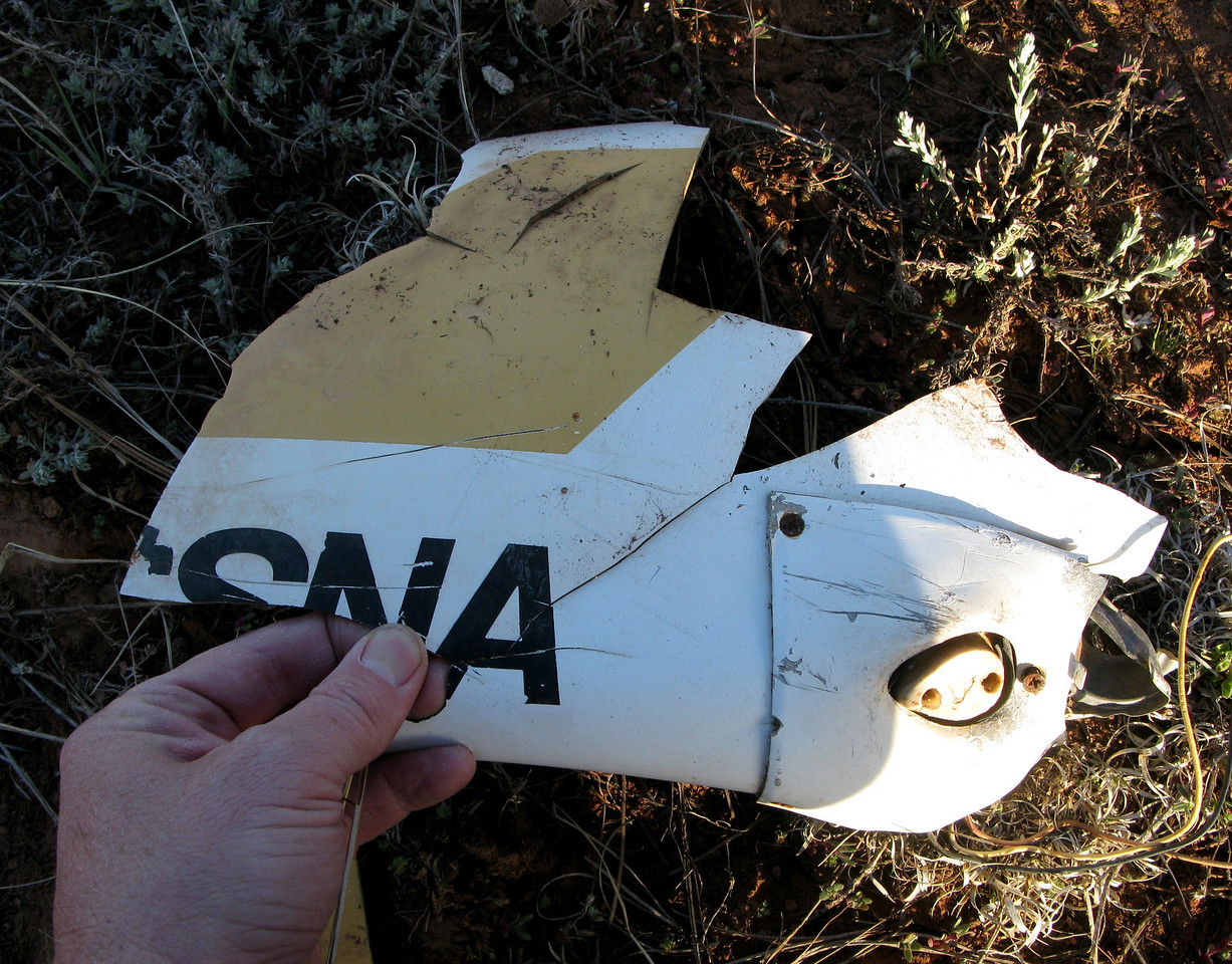 "The fragmented right wingtip spells out the last three letters of the word ""Cessna""."