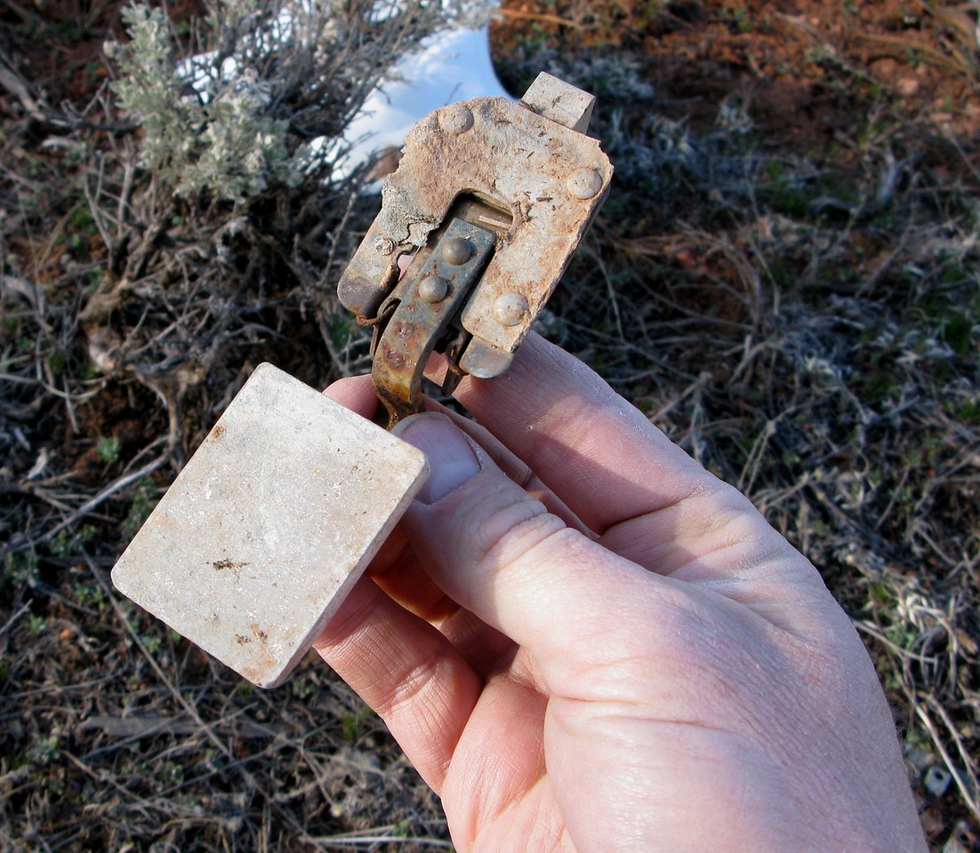 The discovery of this aft baggage door handle helped identify the aircraft as a Cessna 172.
