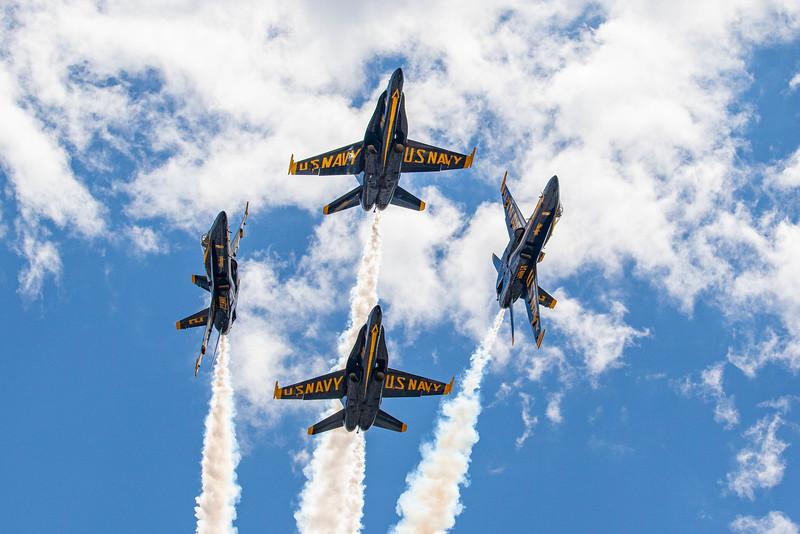 IMAGE: https://photos.smugmug.com/Grand-Junction-Airshow-2019/i-M87wRdT/0/042b0bcc/L/Blue%20Angels%20Break-L.jpg