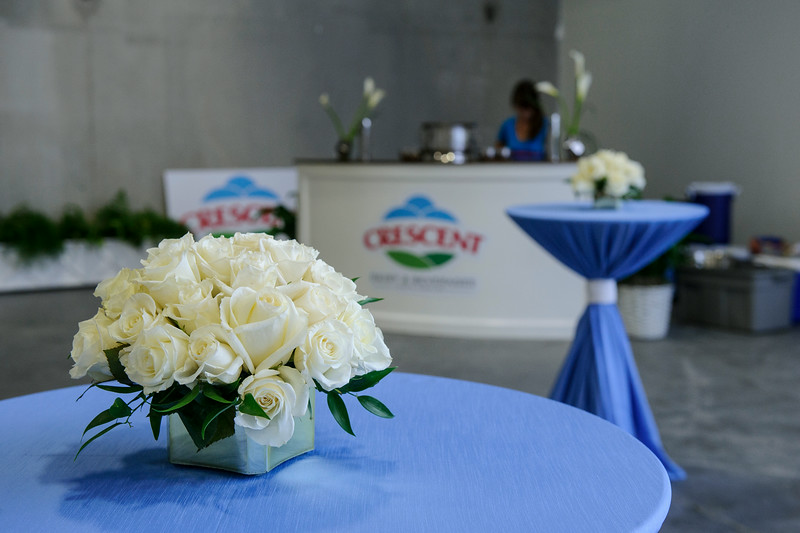 Elegant Eskimo Roses and themed silk linens dressed this warehouse.