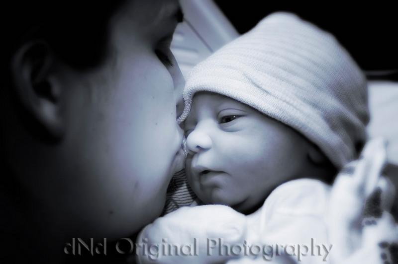 28c Cooper David Nicol's Birth - Momma's Kiss (vig blur) b&w glow