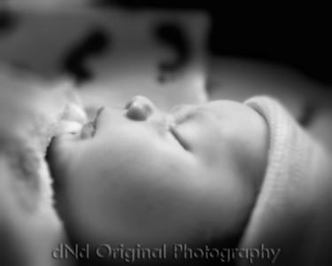 18 Kaelan Newborn (10x8) bokeh soft b&w