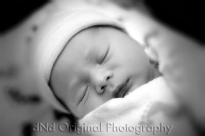 03 Kaelan Newborn bokeh soft b&w