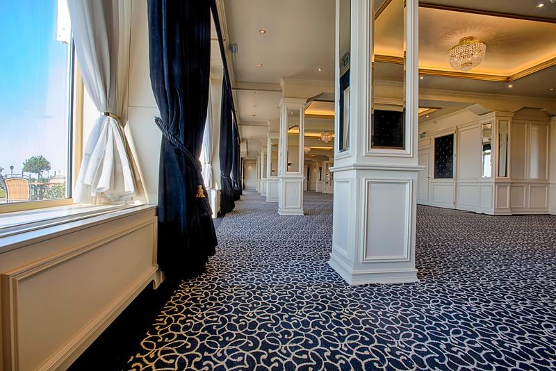 Royal Lounge, Leeg