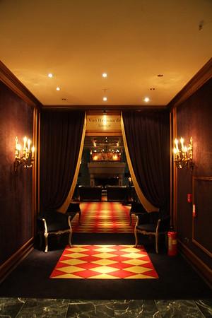 Van Herwaarde Lounge, Entree