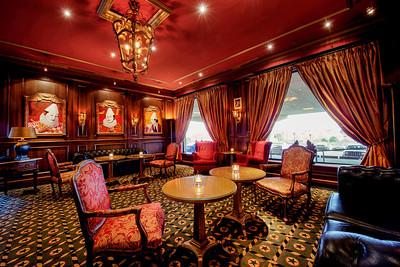 Van Houweninge Lounge