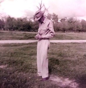 "Grandpaw's grandfather? Bob Samuell. Caption on photo said ""Daddy's last easter hunt. Victoria Bend on Mississippi River"""