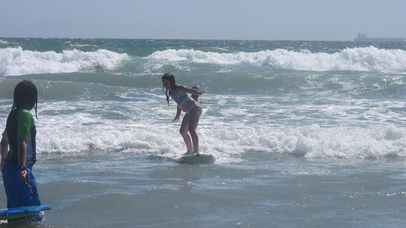 Dani surfing