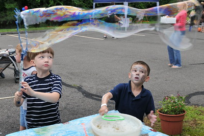 Making Bubbles Summer Fest 6/12/2010 First Congregational Church