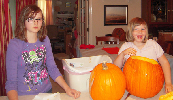 Grandpa and the girls carve pumkins 2012