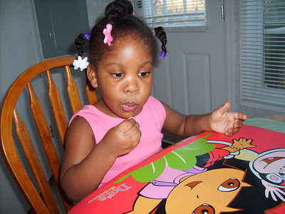 2006-11-26 Kyra-eating