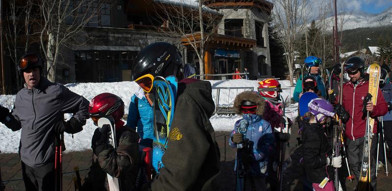 Skiing with 8 grandkids 01 pan (Creekside Gondola)
