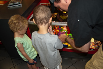 Tyler, Ella & Charlie visit Grandma & Grandpa in LA - May 2009