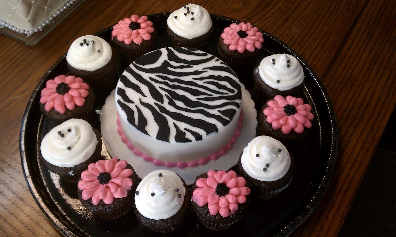 Zebra cake & cupcakes