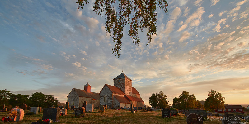 Søsterkirkene i sommarkveldssol