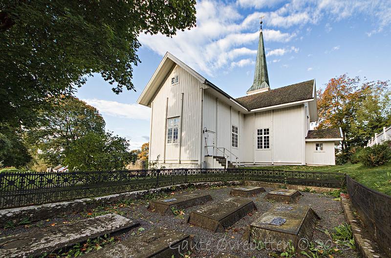 Nes kirke (The church at Nes), Røykenvik
