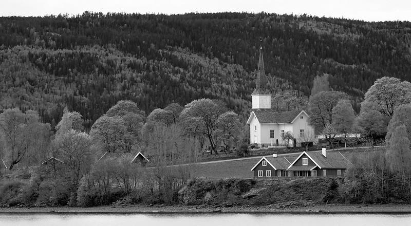 Nes kirke ved Randsfjorden. (Røykenvika)<br /> The church at Nes.