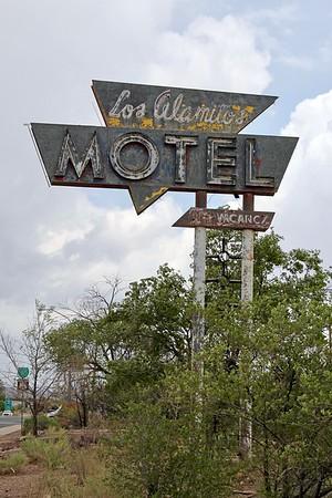 Los Alamitos Motel sign along Route 66 (2018)