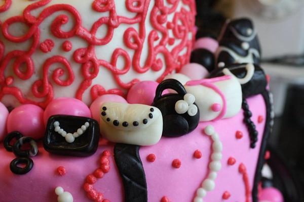 Pinatas & Cakes