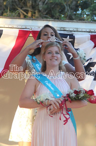 Allie Berg, the 2016 Calhoun County Fair Queen, crowns Liz Stange the 2017 queen Wednesday night at the Calhoun County Expo. GRAPHIC-ADVOCATE PHOTO/ERIN SOMMERS