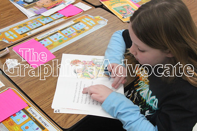Makinlee Hingeley, a first-grade student, uses her fingers to block portions of a word while she reads to herself Friday afternoon in Sherry Ricke's class. GRAPHIC-ADVOCATE PHOTO/ERIN SOMMERS