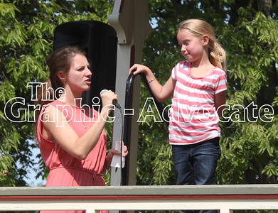 Little Prince and Princess contest emcee Cayla Morton asks Jemma Vanderheiden, 6, a question Sunday afternoon in Lake City. GRAPHIC-ADVOCATE PHOTO/ERIN SOMMERS