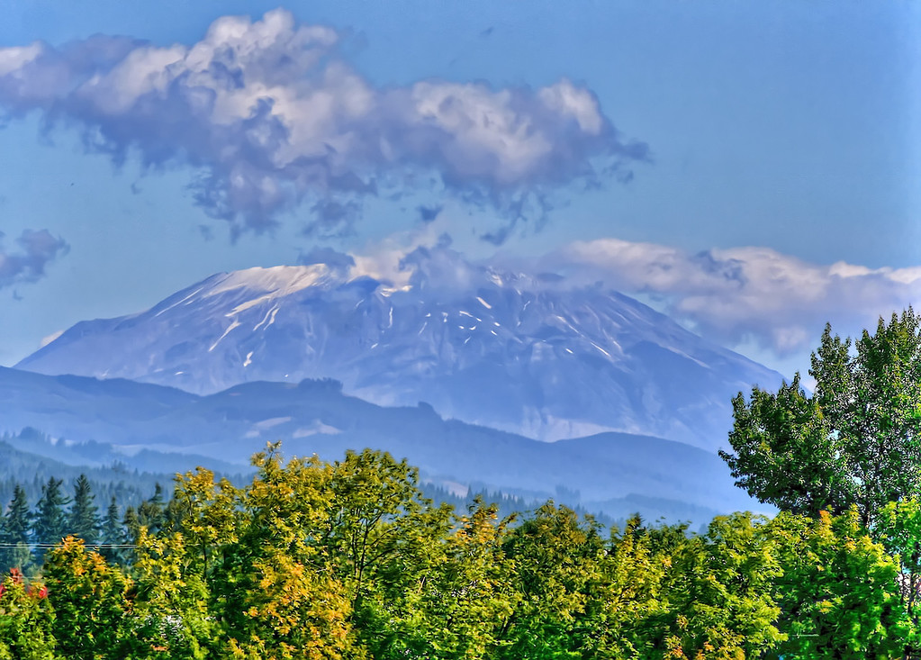 summer view of mt st helens