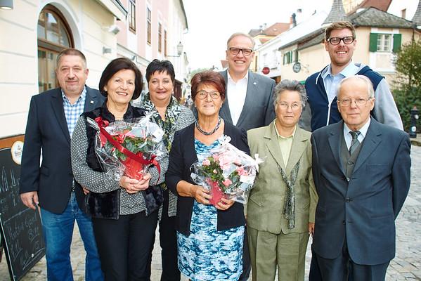 Den 75. Geburtstag im Oktober feierten Heidemarie Hörhager (v. l.), Hedwig Gary und Hermann Wieseneder. Es gratulierten Gemeinderat Andreas Lechner (v. l.), Ursula Fichlmair, Bürgermeister Thomas Widrich, Adelinde Wieseneder und Gemeinderat Simon Widrich.