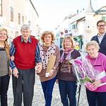 Bei den Gemeindegratulationen im Jänner in Melk: Gemeinderätin Beatrix Leeb (v. l.), Ernst Bauer (85), Ana Durdeu, Ingrid Weissenböck, Franziska Kerschbaumer (90) und Gemeinderat Simon Widrich. Foto: Stadt Melk / Gleiß