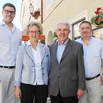 Zum 75. Geburtstag von Alois Kronsteiner gratulierten Gemeinderat Simon Widrich (v. l.), Gattin Franziska Kronsteiner und Gemeinderat Andreas Lechner. <br /> Foto: Stadt Melk / Sigrid Brandl