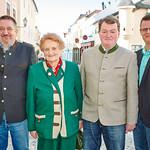 Zum 80. Geburtstag von Josefa Bock gratulierten Gemeinderat Andreas Lechner (v. l.), Sohn Gerhard Bock und Stadtrat Jürgen Eder. Fotocredit: Stadt Melk / Gleiß
