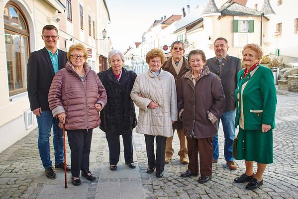 Bei den Gemeindegratulationen im Februar im Rathauskeller in Melk: Stadtrat Jürgen Eder (v. l.), Irmtraud Mack (90), Margarethe Mistelbauer (85), Gertrude Pflüger (80), Alfred Rudolf (75), Rosina Baumgartner (80), Gemeinderat Andreas Lechner und Josefa Bock (80). Fotocredit: Stadt Melk / Gleiß