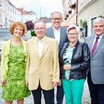 Zum 75. Geburtstag von Herbert Sippl gratulierten im Juli Gemeinderätin Heidegund Niederer (v. l.), Bürgermeister Thomas Widrich, Gattin Ingeborg Sippl und Gemeinderat Helmut Grünberger.<br /> Foto: Stadt Melk / Gleiß