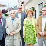 Zum 90. Geburtstag von Franz Barborik gratulierten im Juli Gemeinderat Helmut Grünberger (v. l.), Bürgermeister Thomas Widrich, Gemeinderätin Heidegund Niederer und Sohn Wolfgang Barborik.<br /> Foto: Stadt Melk / Gleiß
