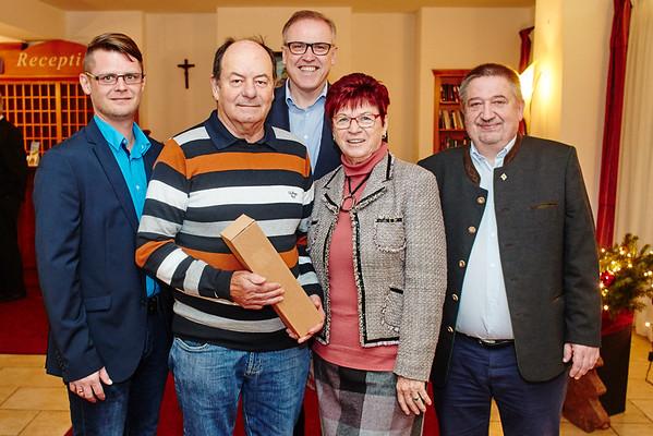 Zum 75. Geburtstag von Bruno Kranzl gratulierten im November Stadtrat Jürgen Eder (v. l.), Bürgermeister Thomas Widrich, Gattin Hildegard Kranzl und Gemeinderat Andreas Lechner. <br /> Foto: Stadt Melk / Gleiß