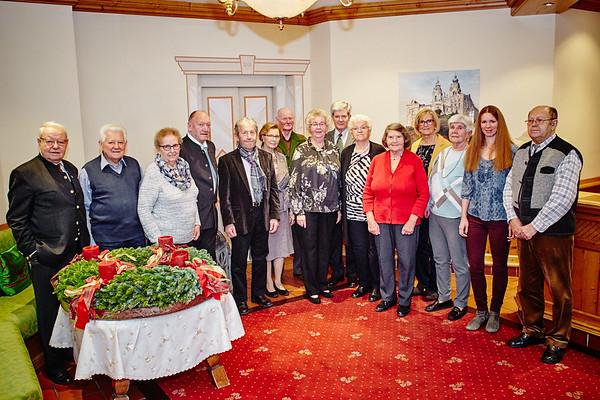 """Bei den Gemeindegratulationen im Dezember im Hotel """"Wachau Restaurat Hipfinger"""" in Melk: Gemeinderat Franz Ofner (v. l.), Ernst und Rosalia Singer (Diamant Hochzeit), Herbert Zelenka (75), Karl Kopp (75), Leopoldine Schnabl (75), Rudolf Gratzer (75), Karin Buchegger (75), Helmut Schnabl (75), Franziska Widder (85), Maria Lagler (85), Ottilie Eigner (75), Stefanie Riedl (80), Gemeinderätin Bettina Schneck und Josef Schneider (80).<br /> Foto: Stadt Melk / Franz Gleiß"""