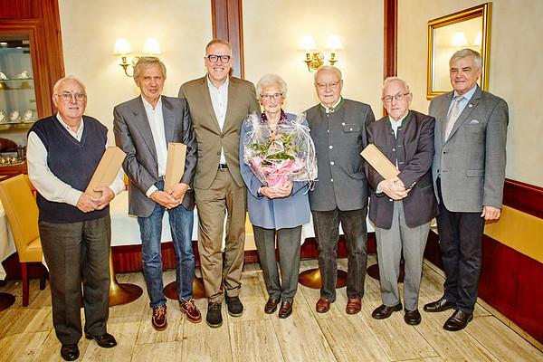 Bei den Gemeindegratulationen im Oktober im Hotel Wachauerhof Teufner in Melk (v. l.): Kurt Pflügler (80), Ulf Kotz (75), Bürgermeister Thomas Widrich, Herta Seipel (85), Gemeinderat Franz Ofner, Wilhelm Pekarek (80) und Gemeinderat Helmut Grünberger. <br /> Foto: Stadt Melk / Franz Gleiß