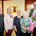 Zum 90. Geburtstag von Gerlinde Gallauner gratulierten im April die Gemeinderäte Franz Ofner (v. l.) und Beatrix Leeb, Tochter Claudia Mayer-Gallauner sowie Bürgermeister Thomas Widrich. <br /> Foto: Stadt Melk / Franz Gleiß