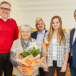 Zum 80. Geburtstag von Josefa Horazek gratulierten im Jänner Bürgermeister Thomas Widrich (v. l.), Gemeinderätin Beatrix Leeb, Enekelin Michelle Heher und Stadtrat Jürgen Eder. <br /> Foto: Stadt Melk / Gleiß
